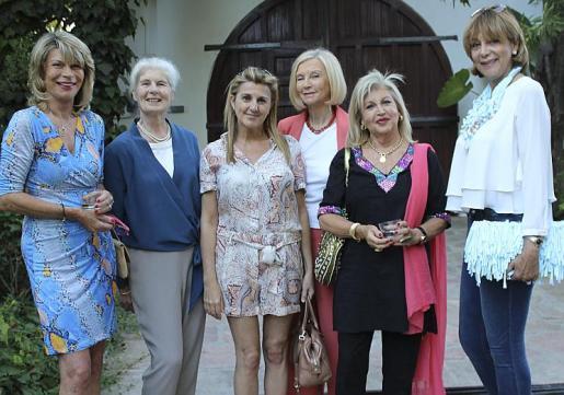 Madeleine Mettegang, Jeannine Cook, Marta Bennàssar, Marta Juan, Araceli Vidal y Holga Gistau.
