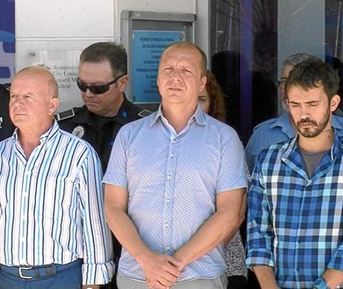 El Ayuntamiento de Sant Antoni hizo un minuto de silencio por la víctima asesinada. g Foto: TEF TV