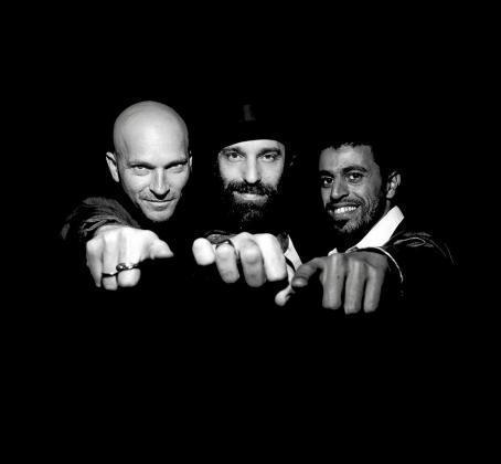 En la imagen superior el quinteto argentino Onda Vaga, que está arrasando en todo el mundo.