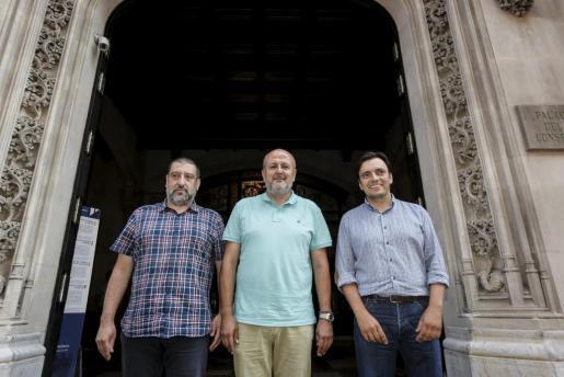 Jesús Jurado, Miquel Ensenyat y Francesc Miralles, tras anunciar el acuerdo de gobierno en el Consell de Mallorca.