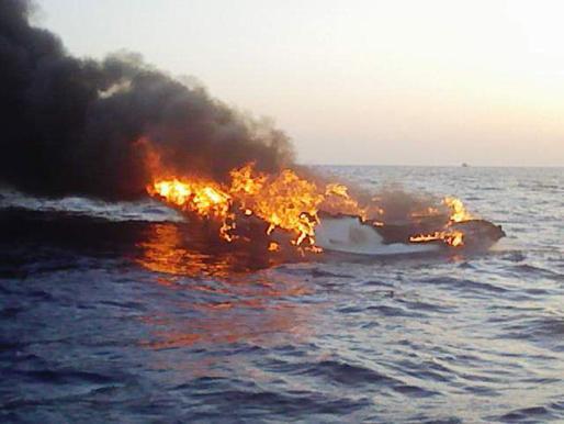La embarcación resultó calcinada por completo.