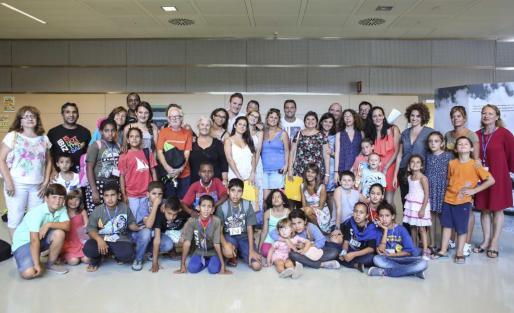 Los niños saharauis llegaron desde Palma en un vuelo que les había traído desde el campo de refugiados de Tinduf. Foto: ARGUIÑE ESCANDÓN