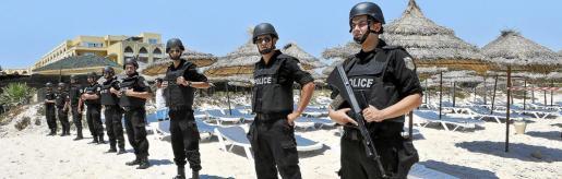 En Túnez se ha extremado al máximo la seguridad en las zonas turísticas para evitar nuevos ataques terroristas como los que sucedieron hace unas semanas en la zona vacacional de Susa.
