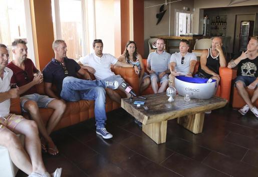 Representantes de la nueva asociación de empresarios británicos de Sant Antoni y Cala de Bou. g Foto: ARGUIÑE ESCANDÓN