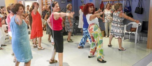 Las bailarinas demostraron su pericia con el número que han preparado.