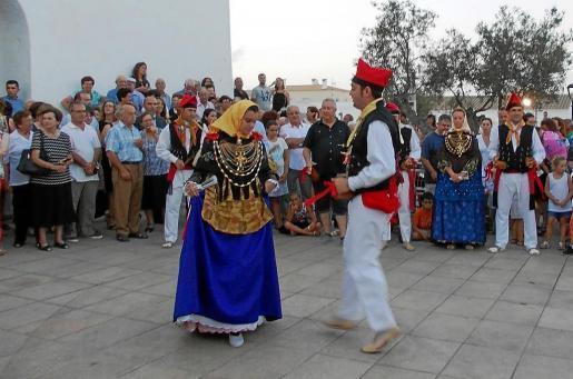 Un instante de la actuación de 'ball pagès', ayer en Formentera.