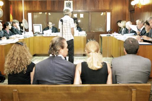 El juicio por este caso comenzó el martes y está previsto que concluya el viernes; en la imagen, los acusados.