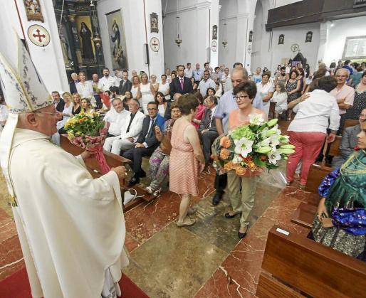 Como suele ser habitual durante hace muchos años la Catedral de Santa María se llenó de fieles y curiosos para seguir el transcurso de la misa en honor a la patrona de la ciudad y la posterior ofrenda floral.