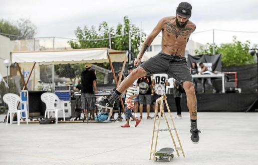 El variado programa de actividades incluyó música en directo, exhibiciones de skate-board y elaboración de grafitis.