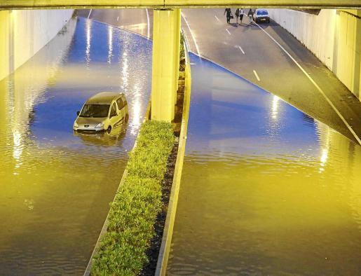 Üüberflutete Straßen.