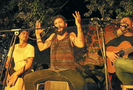 El público llenó el Jardín de Las Dalias y disfrutó de la cercanía del cantautor, que dio un repaso a su último disco en su gira de despedida.