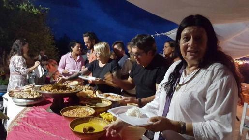 La casa privada La Calma en Cala Mastella organizó una cena a la que acudieron unas 70 personas.