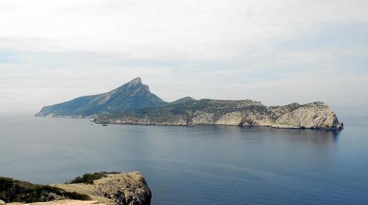 Vista de sa Dragonera, en cuyas aguas el Govern prevé crear una reserva marina para potenciar los valores ambientales y pesqueros.