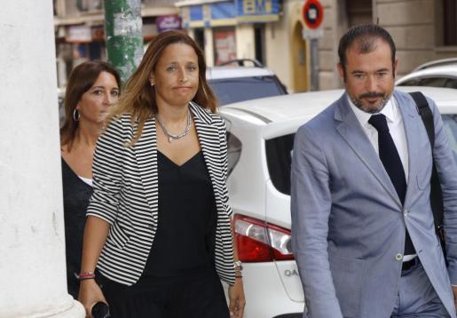 Aina Castillo, a su llegada a los juzgados.