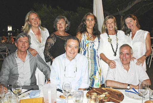 Sentados: Agustín Rocabruna, Ramón Salas y Pau Pomar. De pie: Marta Puig, Catin Riera, Isabel Moreno, Rosa Rifá e Isabel Bonet.