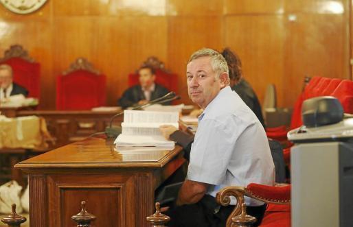 El acusado, Francesc Ribas en un momento del juicio por la muerte de Karina Rosales.