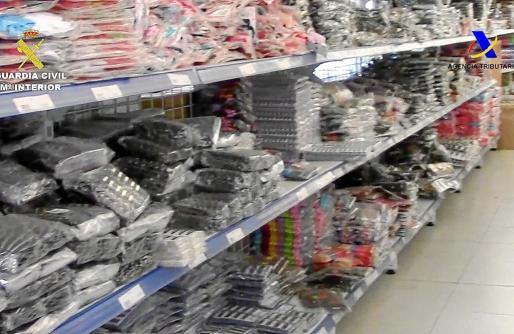 Durante el operativo Bonsái, la Guardia Civil intervino almacenes enteros donde la organización guardaba todo el material ilegal.
