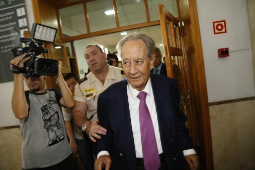 El presidente de OHL, Juan Miguel Villar Mir, esta mañana en los juzgados de Palma.