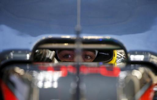 Fernando Alonso, en el interior de su monoplaza.