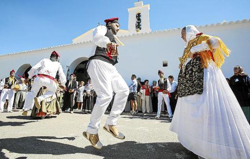 Sa Colla d'Aubarca realizó una exhibición de 'ball pagès' tras la procesión.