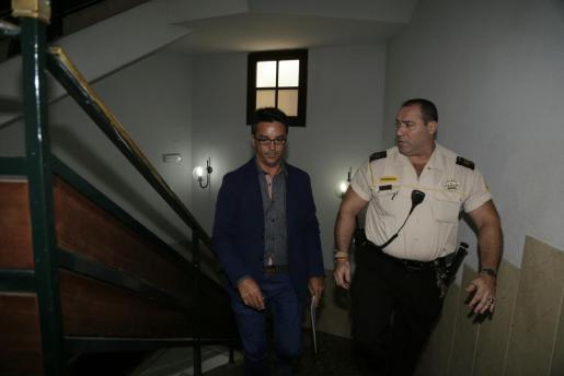 Rodrigo de Santos, a su llegada a los juzgados para declarar por el caso Son Espases.