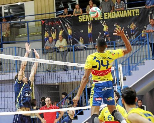 Imagen de un partido de Superliga disputado la temporada pasada en Es Viver.