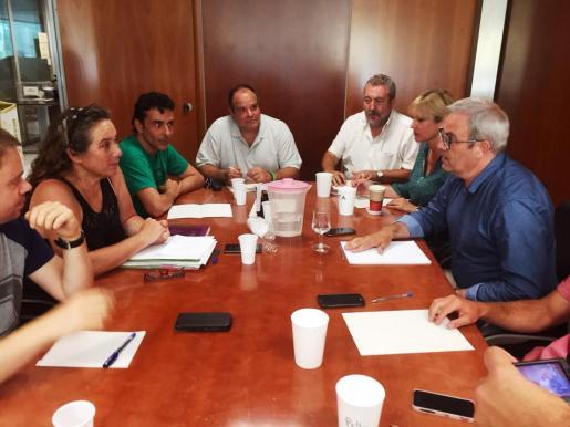 Di Terlizzi, junto a De Sans durante las negociaciones con el PSOE para gobernar el Consell.