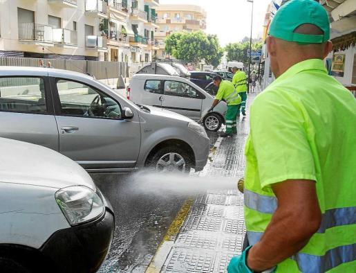 Una imagen del plan de choque que puso en marcha en julio el Ayuntamiento de Vila. Foto: TONI ESCOBAR