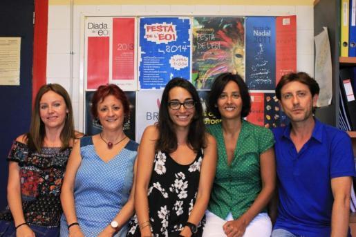 María Hidalgo, la segunda a la izquierda, con su equipo directivo. Foto: D.M.