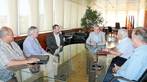 Los afectados por la rotura del emisario se reúnen con el presidente del Consell. Foto: CONSELL D'EIVISSA
