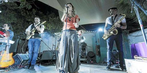 El grupo malagueño Chambao fue el plato fuerte del concierto de despedida del 30 aniversario de Las Dalias. Foto: DANIEL ESPINOSA