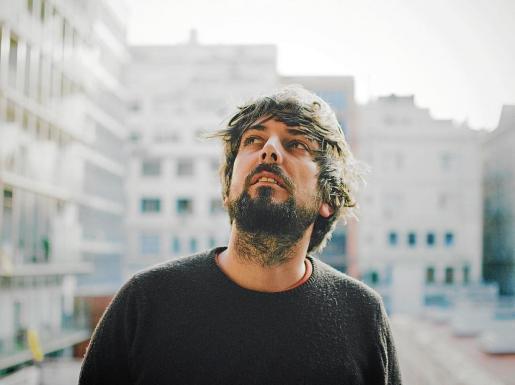 El músico, compositor y productor barcelonés Pau Vallvé estará en Eivissa el próximo 28 de noviembre. Foto: CRIS ROMAGOSA