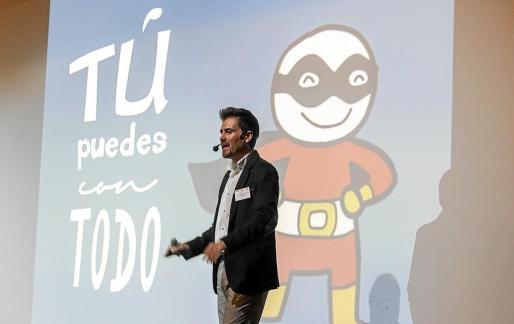 El 'coach' Juande Salinas impartió una conferencia motivacional en la que animó a los presentes a asumir riesgos.