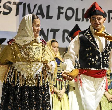 Las colles de Sant Rafel y Labritja actuaron ayer en el escenario instalado en la carpa del pueblo de Forca.