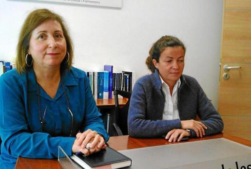 La delegada de Educación, Margalida Ferrer, y la nueva responsable del Ibisec, ayer en la sede de la delegación.