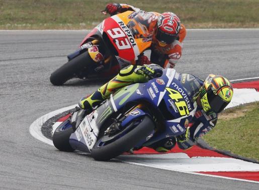 Valentino Rossi y Marc Márquez, durante la sesión de clasificación del Gran Premio de Malasia de MotoGP.