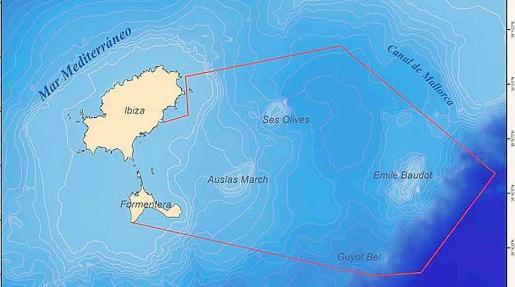 Mapa de las tres montañas submarinas al este de las Pitiüses.
