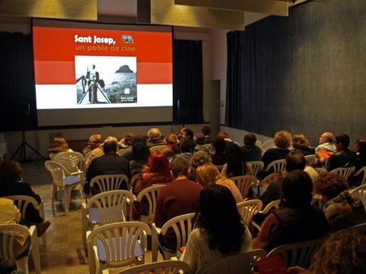 En la imagen, aspecto de la sala donde se emitió la película.