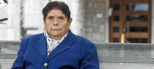 Tras una vida de trabajo en el campo y entre fogones, Antònia Torres se muestra activa y sana con cerca de 100 años. Foto: D.E.