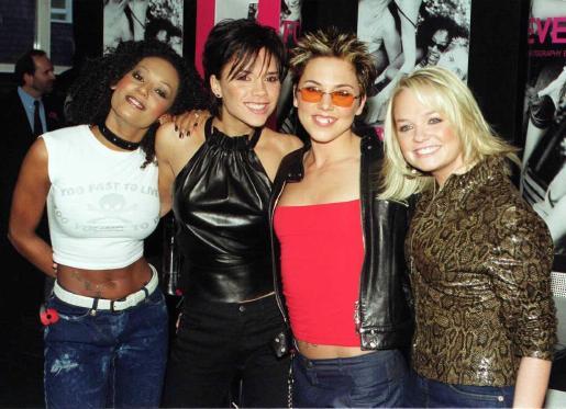 Las miembros de las Spice Girls, Mel Gulzar, Victoria Beckham, Mel Chisolm, y Emma Bunton, posando para la prensa en imagen de archivo.