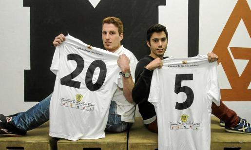Álex Medina (izquierda) y Lluc Parera (derecha) fueron presentados ayer en las instalaciones del Crossfit-Mag de Sant Jordi.