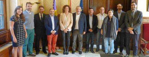 La consellera d'Hisenda, Catalina Cladera, se reunió el jueves con representantes de los cuatro consells insulars, entre ellos Gonzalo Juan y Bartomeu Escandell.