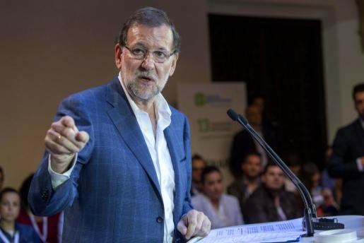 El presidente del Gobierno, Mariano Rajoy, interviene durante la clausura del congreso de Nuevas Generaciones del PP de Murcia.