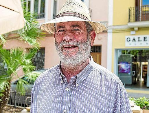 Miquel Costa en una foto de archivo durante una celebración del Día de Sant Jordi en Vila. Foto: TONI ESCOBAR
