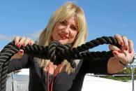 Díaz no tuvo problemas en subirse a un precioso barco de madera anclado en Marina Ibiza que llevaba por nombre 'Princesa del Mar'. Foto: TONI ESCOBAR