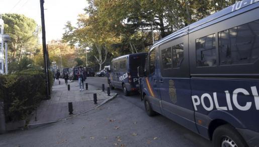 La Policía, durante el desalojo.