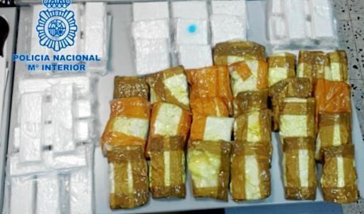 En el marco del operativo policial los agentes intervinieron 35 kilos de cocaína en uno de los pisos de los 35 detenidos.