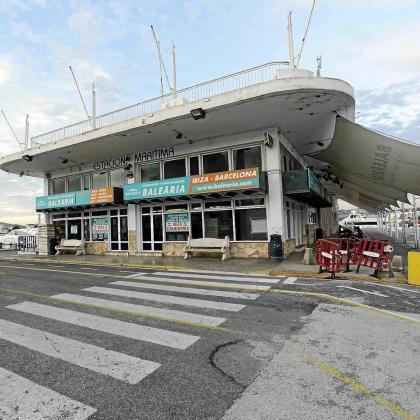 Imagen del actual edificio que hay en es Martell que se tumbará para dar lugar a uno nuevo el verano que viene.