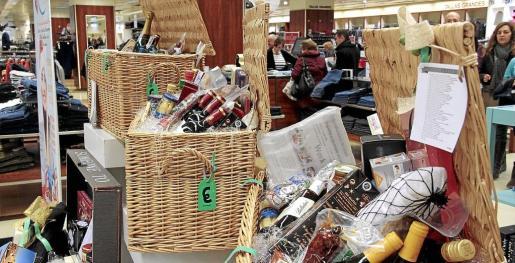 Los lotes y las cestas navideñas se comercializan desde finales de noviembre hasta el 24 de este mes.