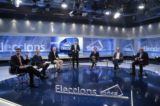 Fernando Navarro (Ciutadans), Juan Pedro Yllanes (Podemos), Ramon Socias (PSIB), Mateu Isern (PP), Antoni Verger (Més) y Jaume Font (PI), durante el debate moderado por Joan Mut.